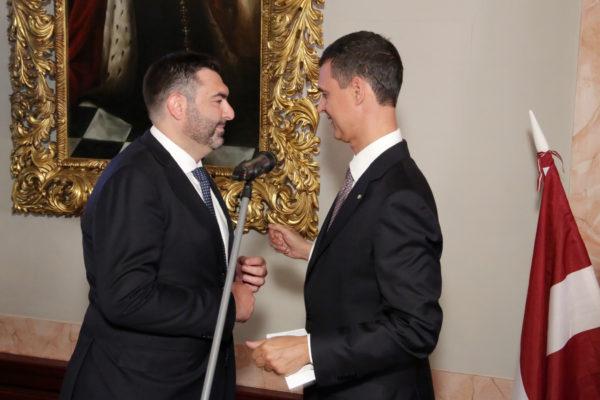 L'avv. De Luca insignito del titolo di Cavaliere dell'Ordine della Stella d'Italia